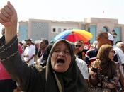 Egitto /Continuano disordini Morsi città scappa morto