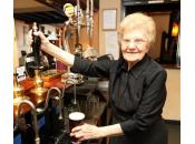 Dolly Saville, anni, cameriera servizio) anziana mondo