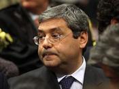 Sicilia: rivelazione scandalo, Cuffaro carcere continua percepire l'assegno deputato