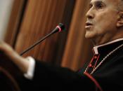 """Vaticano smentisce """"Bild"""", Bertone nella bufera prestito alla """"Lux Vide"""""""