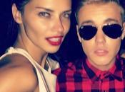 Misteri della fede: Justin Bieber fatto Adriana Lima