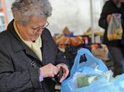 Effetto crisi: cambiano consumi degli italiani. Crollano pensioni