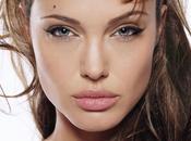 segreto Angelina Jolie costa 19.000 euro l'anno