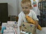 USA, bambino malato tumore riceve migliaia cartoline