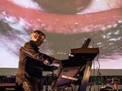 Claudio Simonetti's Goblin trionfano Roma colonna PROFONDO ROSSO versione live eseguita direttamente sulle immagini film.