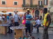 Guardate meraviglia Piazza Navona finalmente riqualificata. Tolti tutti quei tavolini toglievano spazio racket commercio abusivo. Evviva