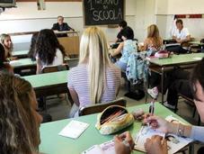 Scuola, svolta mondo precari: assunzione immediata 100mila insegnanti
