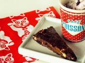Dolce freddo cioccolato, frutta biscotti