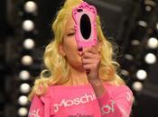 Moschino: cover specchio collezione Barbie, ecco dove acquistarla