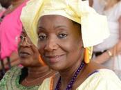 """aiuto """"inusuale"""" fronteggiare l'Ebola Viene Aicha Koné ricorre canzone lingua bambara"""