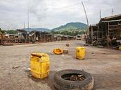 Ebola vista vicino /Figlia della povertà