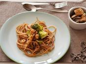 Spaghetti farro gamberetti, broccoli croccanti, funghi salsa speciale