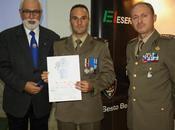 Trapani/ Reggimento Bersaglieri. Consegnato l'emblema araldico dell'Istituto Nastro Azzurro Bersagliere Marco Millocca Medaglia d'argento Valor Militare