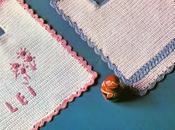 """Lavori l'uncinetto: Bavaglini azzurro rosa """"lui"""" """"lei"""""""