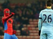 (VIDEO)Epic Spiderman Pitch invader during Sunderland Manchester City