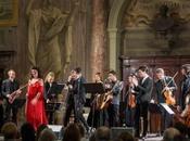 Luisa Sello, l'orchestra Sinfonietta Freeboys hanno eseguito concerto benefico, dicembre 2014 Roma.