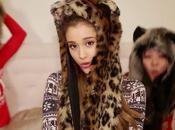 Ariana Grande lancia Santa Tell canzone Natale