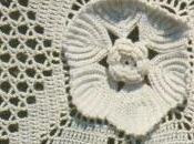 Lavori l'uncinetto: Copriletto quadrati fiorellini