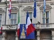 tutta Italia bandiere mezz'asta solidarietà Charlie Hebdo