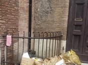 piazza piscinula, cuore trastevere, prova provata corso decenni livello civilta' roma migliorato affatto... anzi!