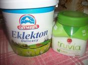 Panna cotta allo yogurt greco zucchero Truvia topping alle fragole.