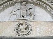 mano benedicente portale minore destro duomo Fidenza