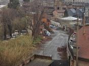 Tevere s'ingrossa centinaia persone vivono nelle favela sono pericolo vita. L'India durante Monsoni confronto Ginevra