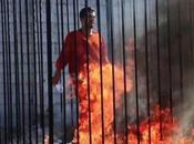 Isis trasmette video pilota giordano bruciato vivo