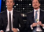 Video. Sanremo 2015, Luca Paolo canzone satira cantanti morti