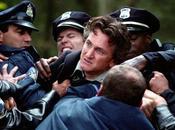 Mystic River, stasera Iris thriller Clint Eastwood. trailer