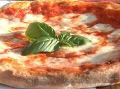 """Grande successo della Pizza """"sospesa"""" senzatetto"""