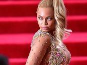 Gala 2015, look dimenticare: l'abito frittata Rihanna