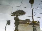Mondi sottosopra: tuffo fotografo nella prospettiva delle pozzanghere
