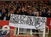 (VIDEO)Furious Newcastle fans want owner #AshleyOut #OccupySJP