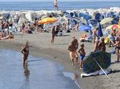 breve servizi igienici docce sulle spiagge pubbliche Napoli