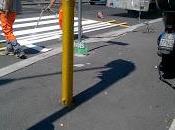 Fuori alla metro Battistini, luogo dell'incidente, ridipinte strisce pedonali. città annega nella cattiva fede nell'ipocrisia
