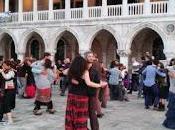 Venezia, labirinto danze folk... filo Arianna unisce