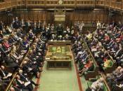 Gran Bretagna, Cameron torna suoi passi: aumenteranno stipendi parlamentari