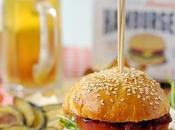 Hamburger Manzo Maionese, Formaggio Capra, Pomodoro, Rucola, Cipolle Rosse Stufate Pancetta Croccante