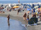 Tutti lungomare: mare bagna Napoli bacia Mappatella