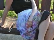 Outfit floral printed midi skirt gonna stampa fiori kocca abbinata canotta nera-