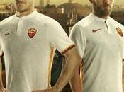 Maglia bianca della Roma 2015-2016 celebra legame club-città