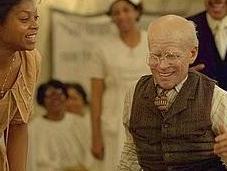 Benjamin Button, aiutaci