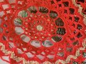 Decorazioni uncinetto Natale: Centrino rosso