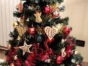 Biscotti speziati decorati appendere all'abero Natale
