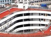 Scuola cinese costruisce pista atletica tetto