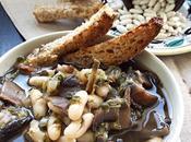 Zuppa funghi cannellini foglie sedano cumino