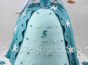 Torta decorata bambola Elsa Frozen pasta zucchero
