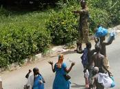Guerra civile costa d'avorio. civili vengono uccisi gbagbo ouattara, leader sostenuto dalle potenze occidentali