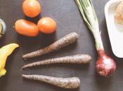 Insalatona pomodori peperoni, carote nere, cipolla Tropea, tonno, mozzarella crostini pane #studentfriendly